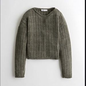 🌿 2/$22 Cropped Hollister Chenille Sweater